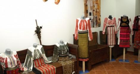 Costume-dansuri-populare-din-Tara-Barsei